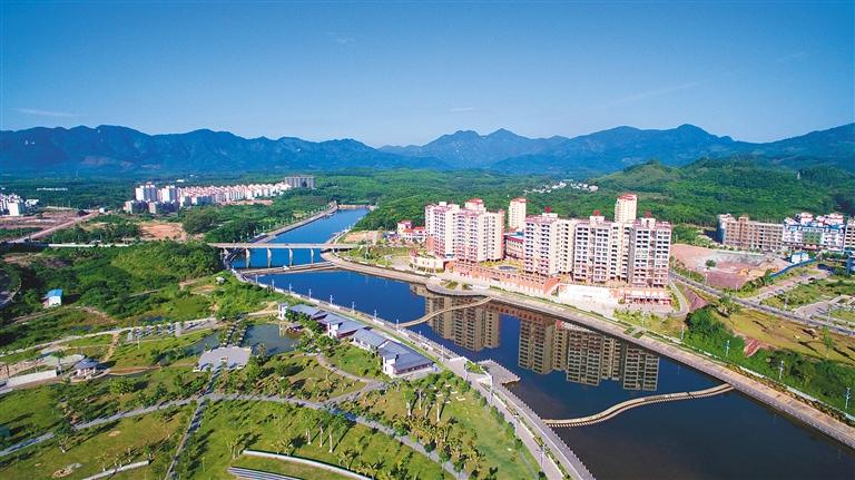 南叉河新貌 白沙黎族自治县南叉河两岸清新亮丽.