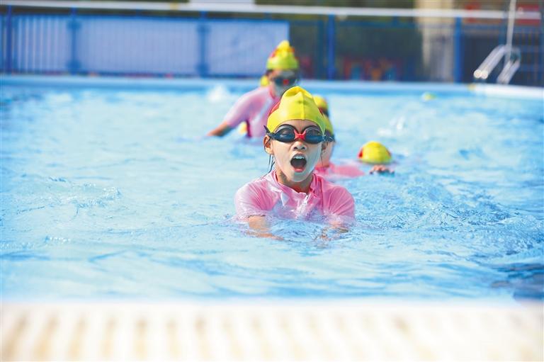 我省全面加快普及中小学生游泳教育