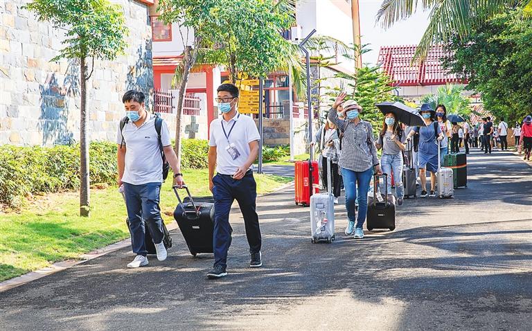 海南陵水黎安国际教育创新试验区迎来首批学生