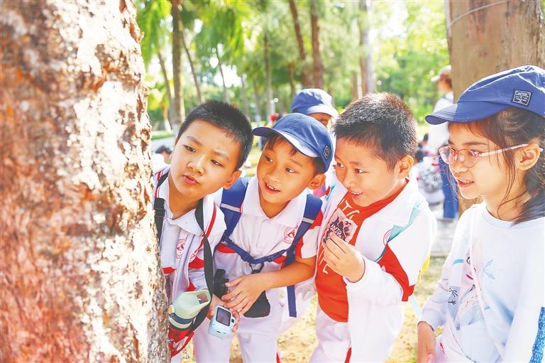 海南热带雨林国家公园体制试点启动以来,自然教育课堂先后走进学校、社区、乡镇