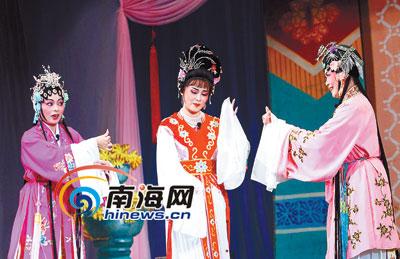 省琼剧院和民营琼剧团同台献艺琼剧伴国粹唱响大致坡