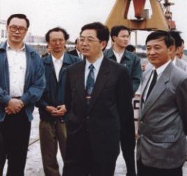 1996年4月4日,胡锦涛同志考察洋浦经济开发区.-洋浦始终受到党中