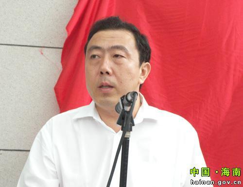 罗保铭、李国梁为省节能监察大队揭牌 -- 海南