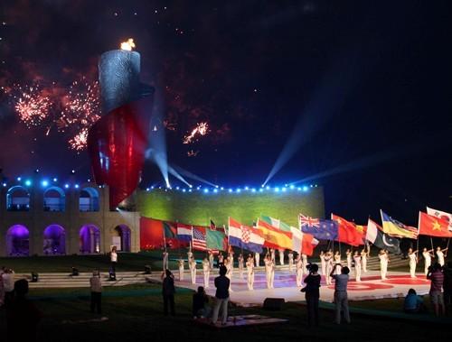 三亚海棠湾奥林匹克火炬广场由32米高的巨型火焰,直径15米的巨型底座